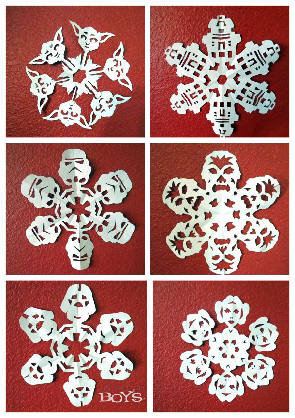 With the overwhelming popularity of the Star Wars franchise (Rogue One: A Star Wars Story - In theaters December 16th‎) what snowflake craft post would be complete without Star Wars Snowflakes?