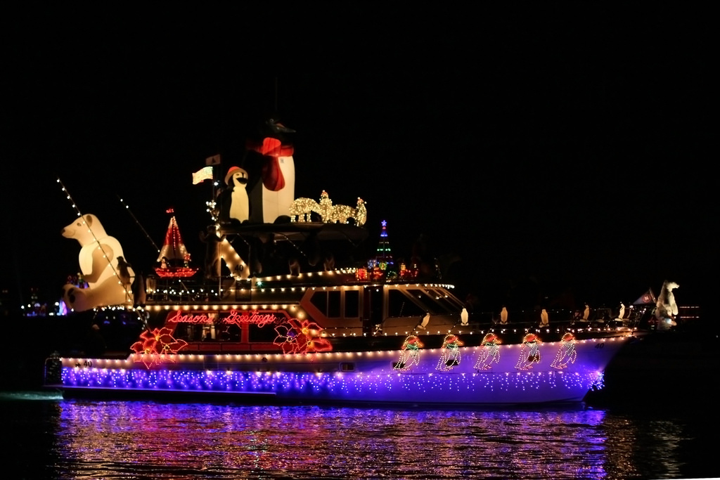 Newport Beach Christmas Boat Parade of Lights is high on the holiday fun list. It is viewed by over a million people each year and has been operating for over 100 years. You can view in three ways.