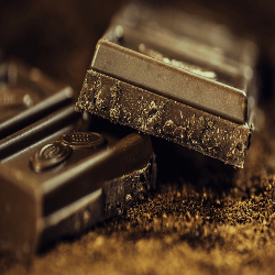 When you are craving something sweet, go for dark chocolate. They contain some powerful antioxidants that help increase the blood flow in the retain, particularly with flavonols. Plus, how doesn't love to eat chocolate? Just make sure you pay attention to the amount you eat and don't over-indulge too much.